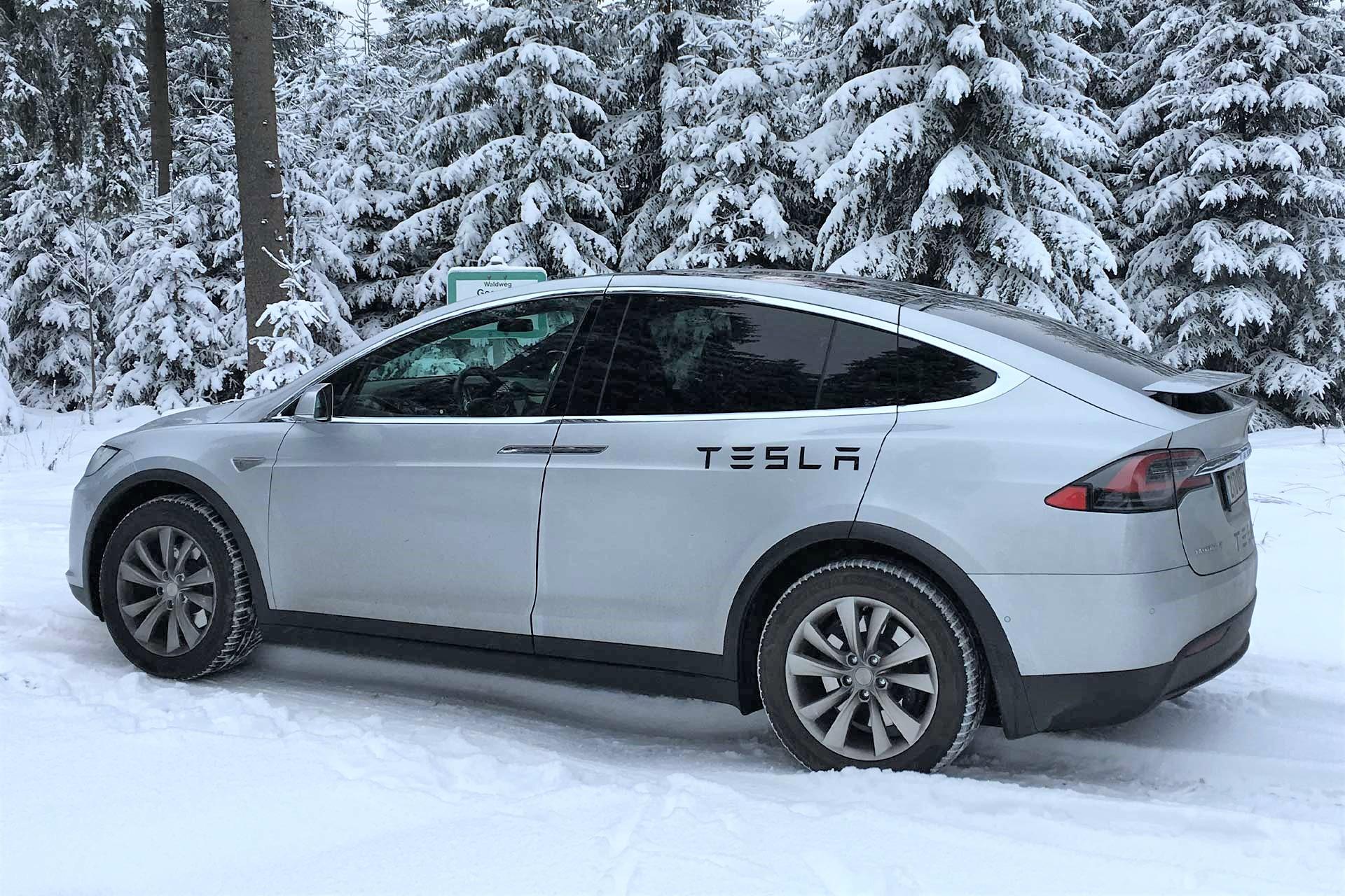 Tesla-Kundenbild-c