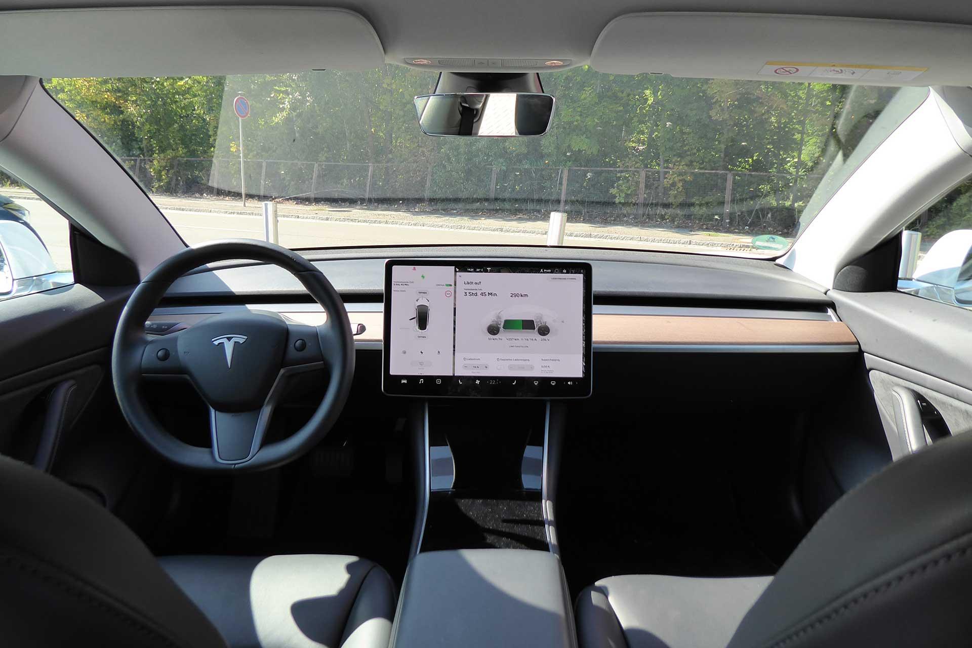 Tesla-Model-3-innen-black-b